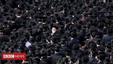 Photo of Covid: Thousands attend Israel funeral for orthodox rabbi