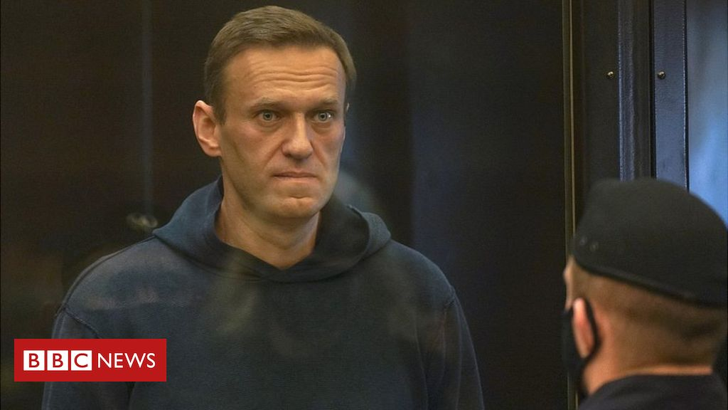 navalny:-more-than-200-held-as-court-considers-jailing-putin-critic