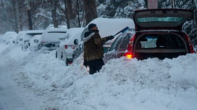 street-skiing-and-states-of-emergency-as-snow-hits-us-east-coast