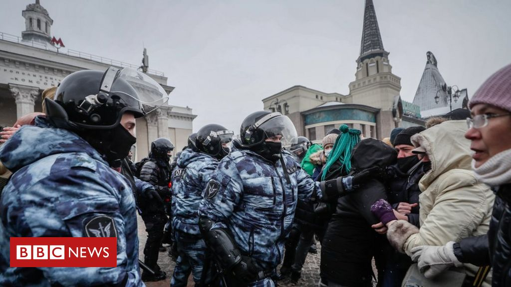 russia-expels-european-diplomats-over-navalny-protests
