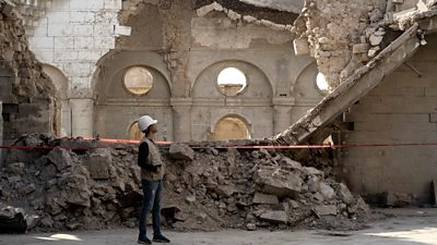 the-muslims-and-christians-rebuilding-mosul's-old-city