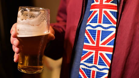 down-the-drain:-covid-19-lockdowns-forces-british-pubs-to-dump-87-million-pints-of-beer