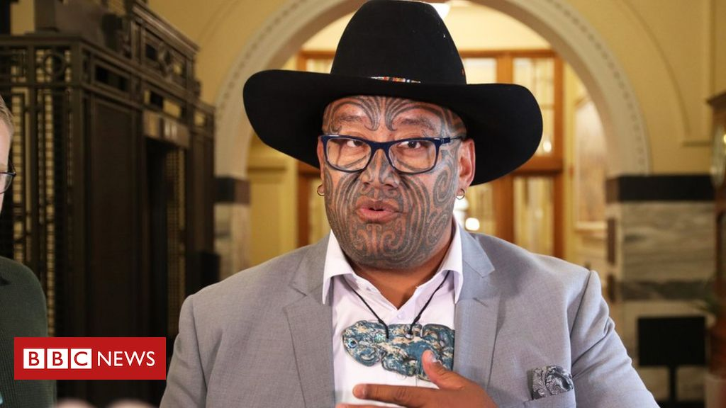 maori-mp-ejected-from-nz-parliament-for-refusing-to-wear-tie