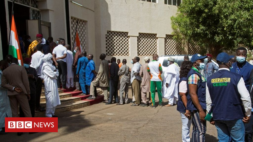 seven-niger-election-officials-killed-by-landmine-on-poll-day