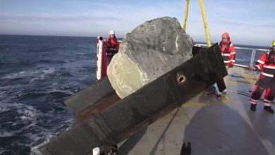 Photo of Why Greenpeace is dropping huge boulders into the sea
