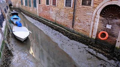 venice:-low-tides-leave-canals-dry