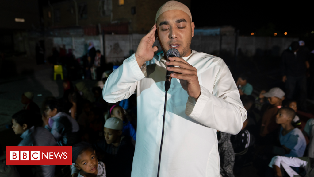 cape-town:-pictures-of-how-muslim-worship-helps-quell-south-african-ganglands