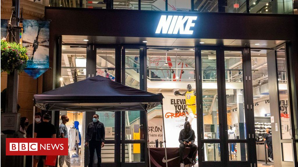 nike-exec-quits-after-son's-trainer-resale-firm-revealed