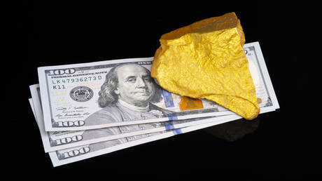 russia-could-ditch-dollar-by-lifting-tax-on-gold-purchases-–-economist