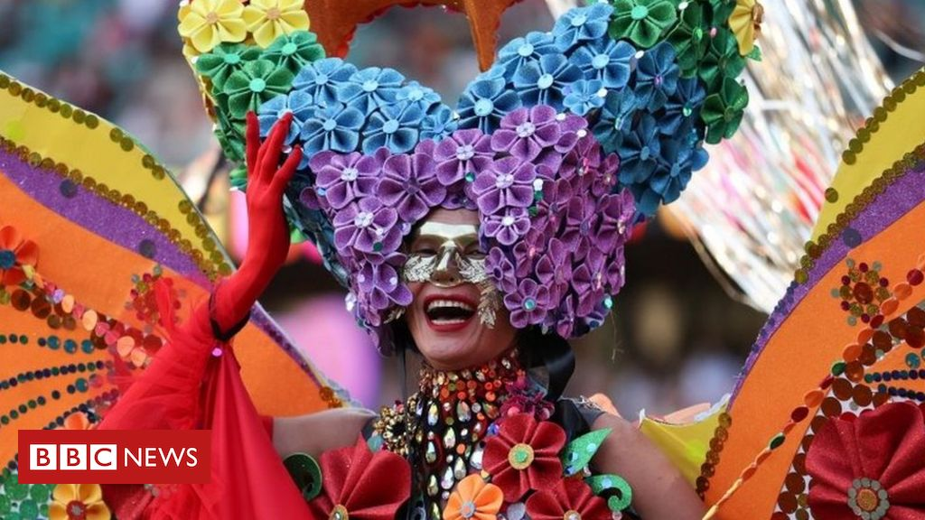 in-pictures:-thousands-attend-lgbt-mardi-gras-in-sydney