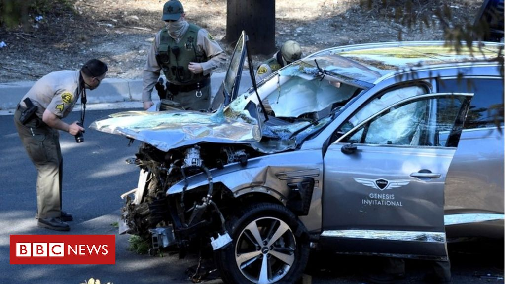 tiger-woods-car-crash:-golfer-found-unconscious,-documents-reveal