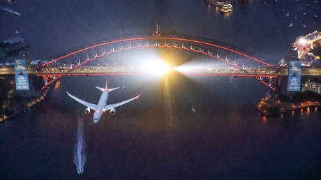 destination-unknown:-qantas-offers-'mystery-flights'-for-travel-hungry-tourists-amid-border-closures