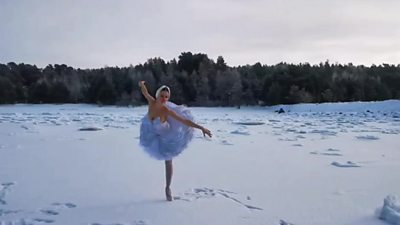 the-ballerina-dancing-on-ice-for-a-real-'swan-lake'