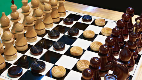 china-winning-because-it-plays-long-game-of-chess-while-us-plays-checkers,-chris-fenton-tells-keiser-report