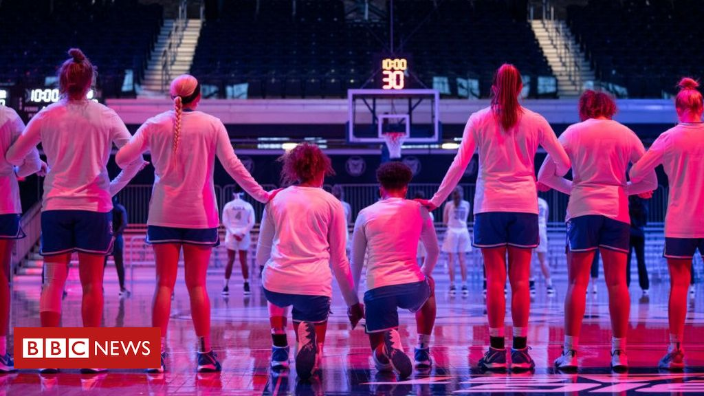 us-announcer-uses-racist-slur-as-basketball-players-kneel-for-anthem