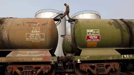 india-to-cut-saudi-oil-imports-amid-escalating-standoff-over-output-&-diversification-drive