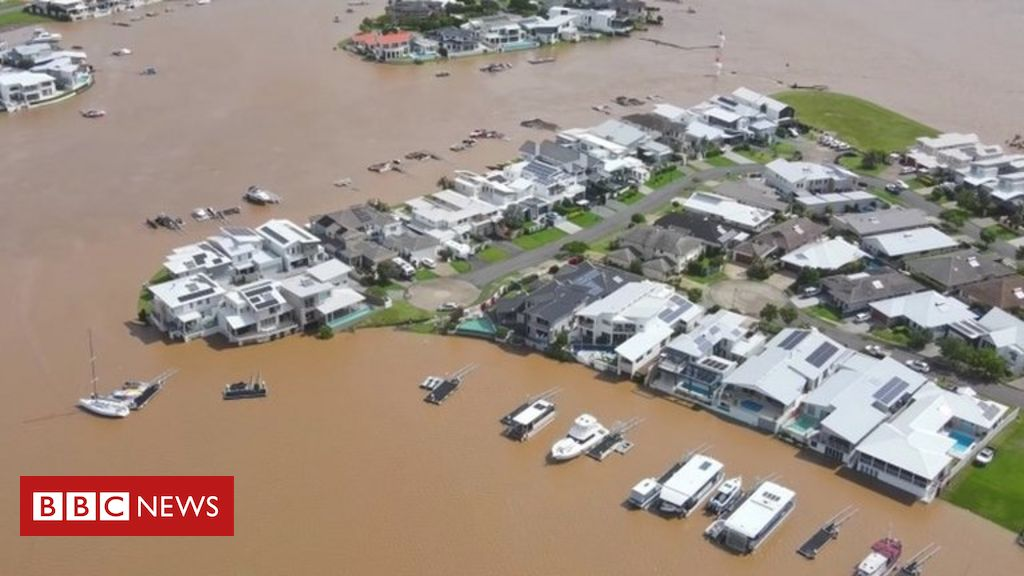australia-floods:-thousands-to-be-evacuated-as-downpours-worsen