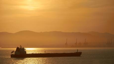 india-throws-the-oil-tanker-industry-a-lifeline