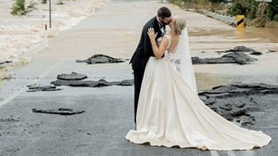 australia-floods:-stranded-bride-airlifted-to-wedding