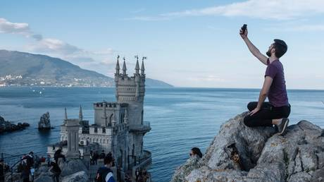 russia's-crimea-expects-record-number-of-visitors-with-other-tourist-destinations-closed-due-to-coronavirus-restrictions
