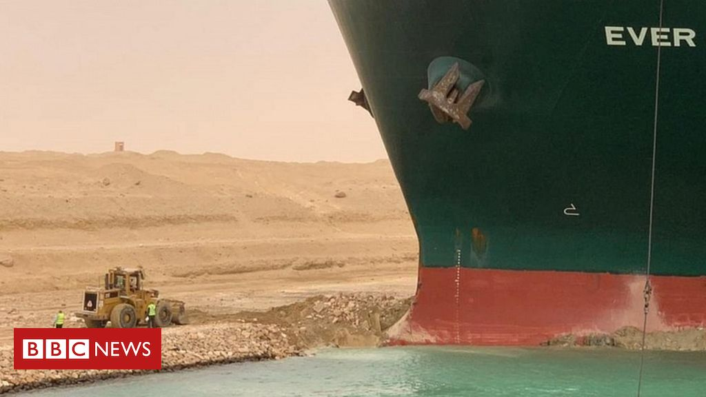 in-pictures:-container-ship-blocks-egypt's-suez-canal