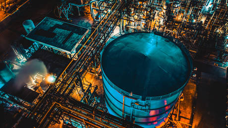 china-overtakes-us-as-world's-largest-refiner
