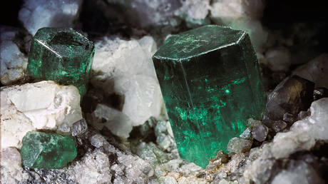 russia-eyes-quadrupling-production-of-alexandrite-&-increasing-its-emeralds-output-by-20%