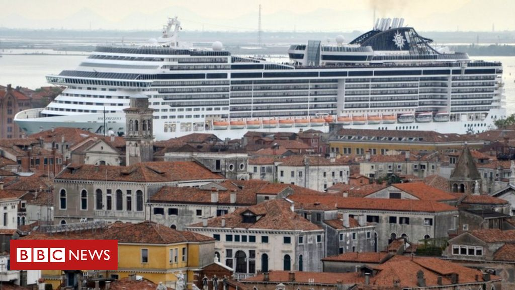 venice-bans-cruise-ships-from-historic-centre