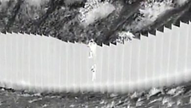 Photo of Children dropped over US border wall