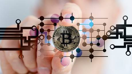 goldman-set-to-join-bitcoin-stampede-with-plans-to-offer-cryptos-to-wealthy-investors