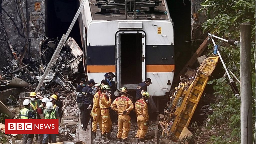 taiwan-train-crash:-lorry-boss-offers-'deep-remorse'