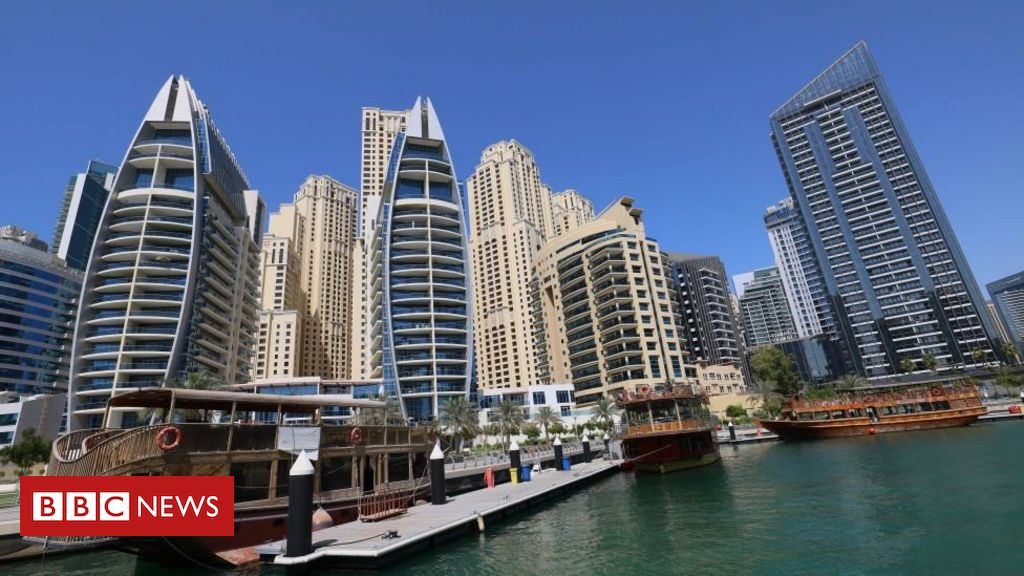 dubai-police-arrest-group-over-nude-balcony-shoot
