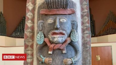 Photo of Mayan urn returned to Mexico by Albion College