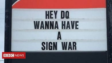 Photo of Canadian 'sign war' captivates the internet
