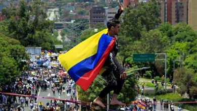 Photo of Colombia protests: Tightrope walkers and orchestra in demonstrations
