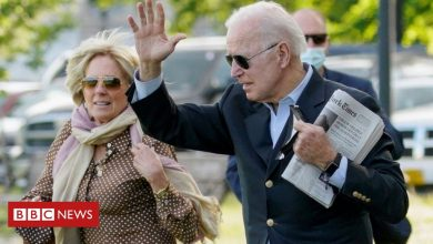 Photo of Biden's tax return shows steep fall in income
