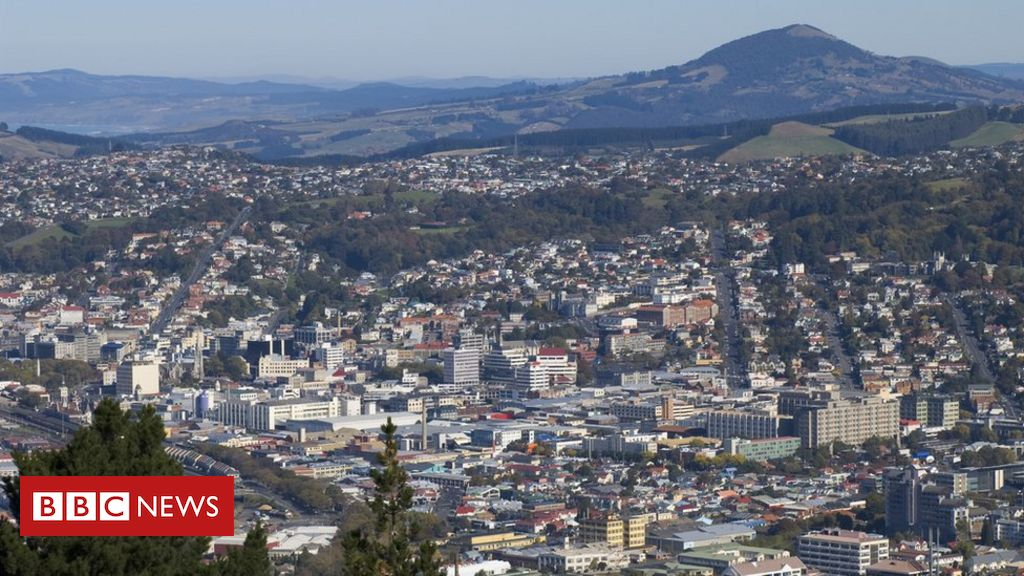 new-zealand-fugitive-charters-helicopter-to-police-station