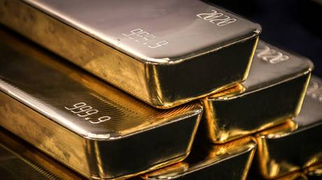 gold-on-track-for-best-month-since-last-summer-amid-weaker-dollar-&-inflation-woes