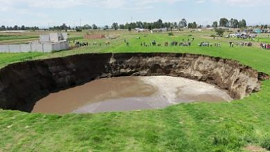 Photo of Growing sinkhole threatens to swallow home in Mexico