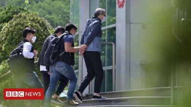 Photo of Apple Daily: Hong Kong sends 500 officers in pro-democracy paper raid