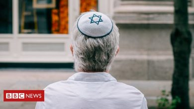 Photo of British Jews' fear and defiance amid record monthly anti-Semitism reports