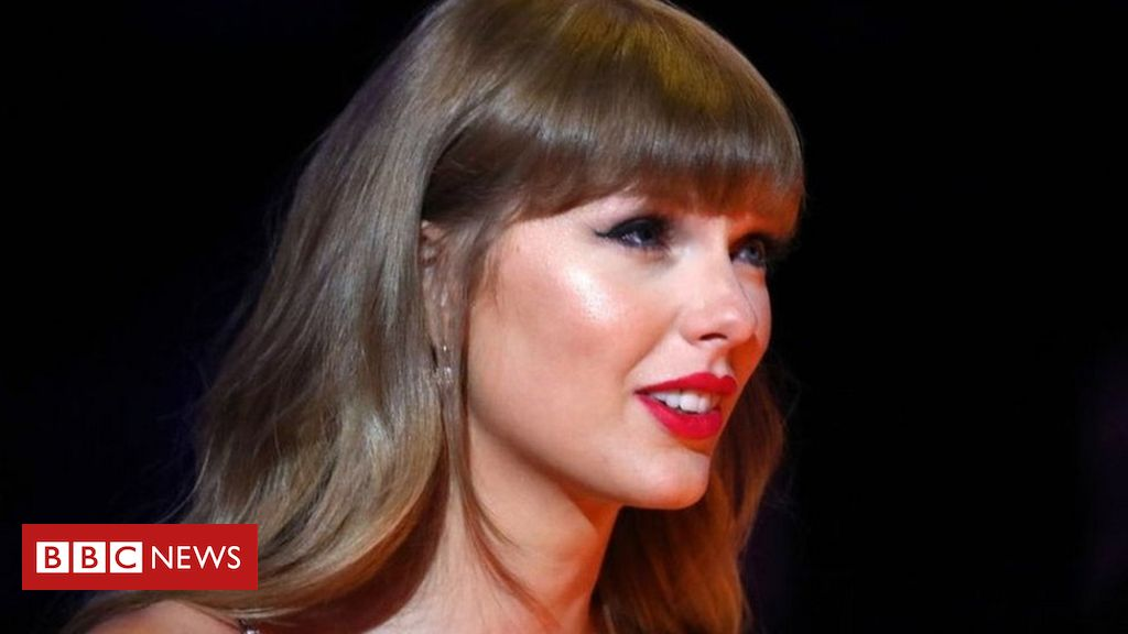 us-officer-plays-taylor-swift-song-to-try-to-block-video