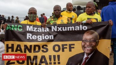 Photo of Jacob Zuma: Supporters form 'human shield' to stop ex-president's arrest