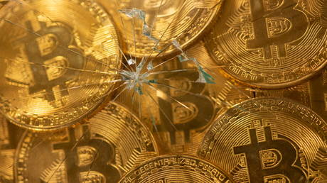 crypto-market-struggles-as-both-bitcoin-&-ethereum-start-week-in-the-red