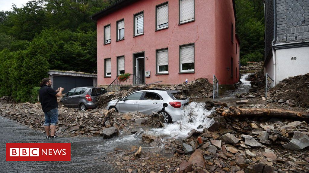 germany-floods:-merkel-pledges-support-for-victims