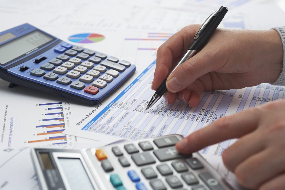get-difference-in-your-growth-with-professional-accounting-services
