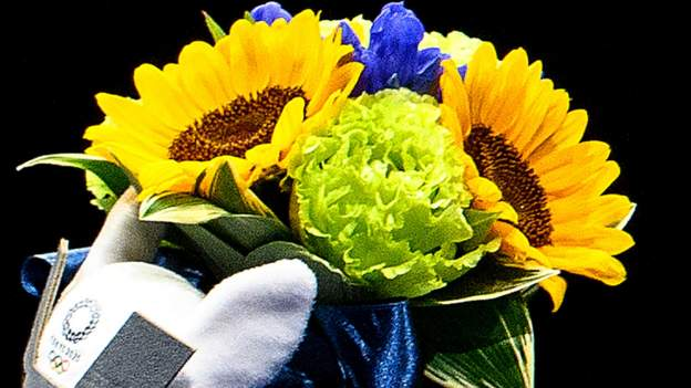 tokyo-olympics:-the-medal-winners'-flowers-that-pay-tribute-to-2011-disaster