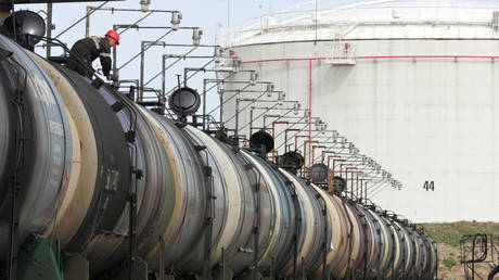 us-imports-more-russian-crude-despite-targeting-country's-energy-sector-with-sanctions