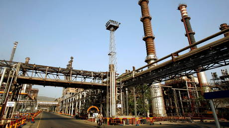 indian-refiners-to-invest-$27-billion-to-raise-capacity-by-20%