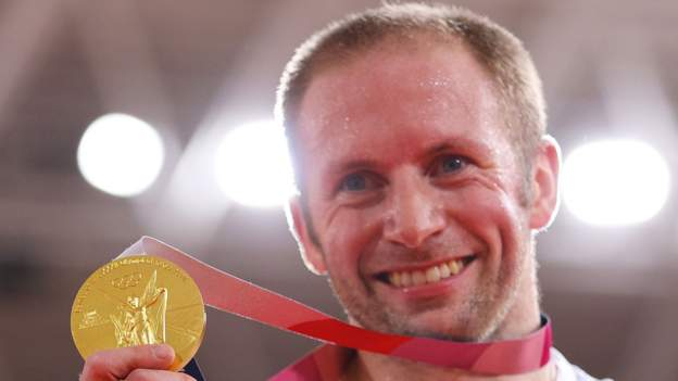 tokyo-olympics:-jason-kenny-wins-seventh-gold-but-laura-kenny-reign-as-omnium-champion-over